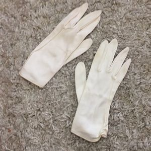 Ivory vintage 50s women's gloves